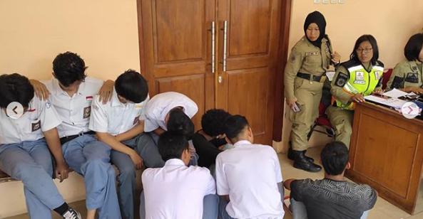 Pelajar yang membolos saat jam pelajaran, akan kami bawa ke kantor Satpol PP Kota Surakarta untuk dilakukan Pendataan dan Pembinaan